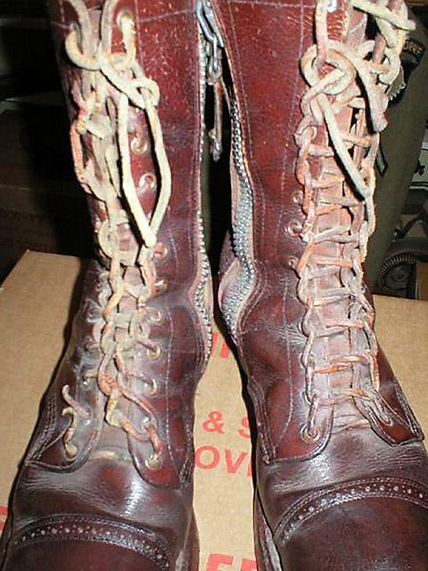 Brown military boots with brown Ladder Lacing (from the Internet)