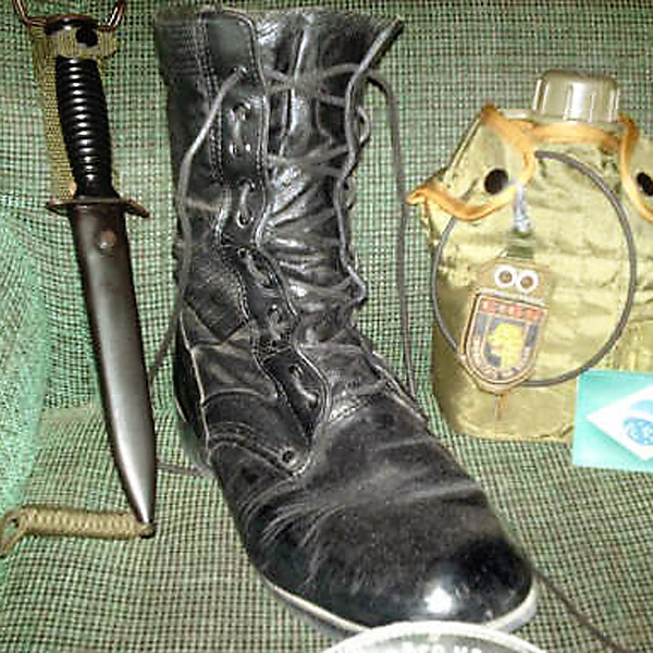 Black combat boots with black Army Lacing (from Tarvos T)