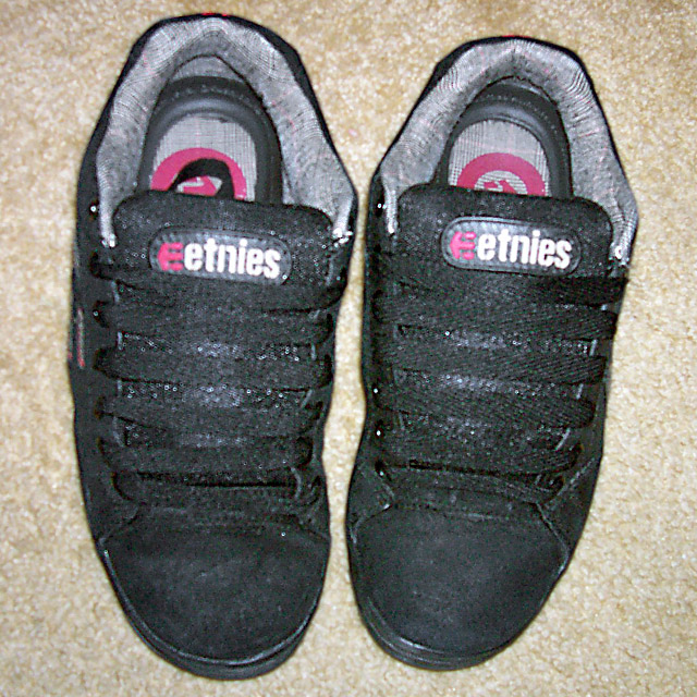 Black Etnies Cinches with grey trim and black Straight Bar Lacing (from William)